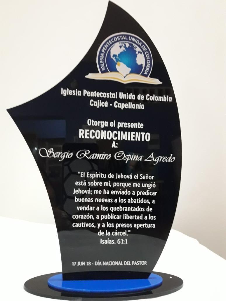 Trofeos En Acrilico Grabado Laser Placas Medallas 15cm 2b 28000