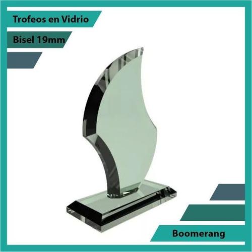 trofeos en vidrio forma boomerang