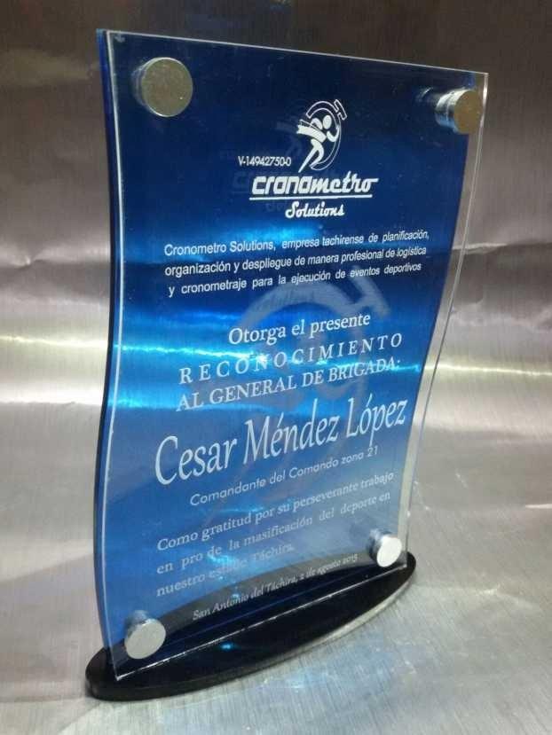 Trofeos Reconocimientos En Acrilico Placas Impreso A Color Bs