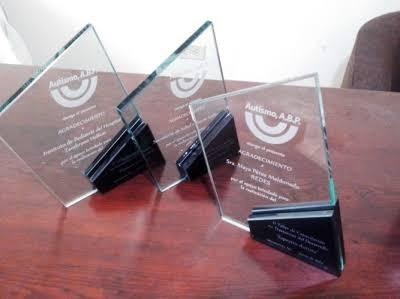 trofeos y reconocimientos de cristal