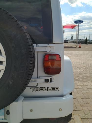 troller t-4