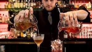 trompo al pastor, d.j, barra iluminada y barman.