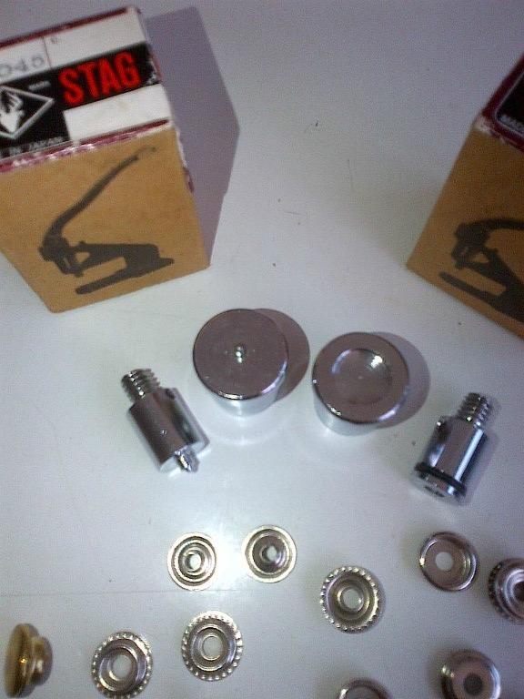 Troquel para pegar broches de metal broche tipo policia - Pegar cristal y metal ...