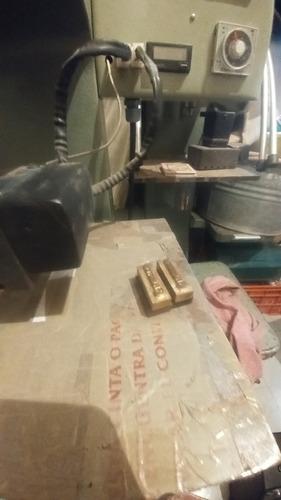troqueladora de etiquetas de cuero