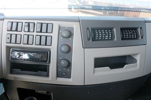 truck vm 270 2014 8x2 baú sider 8,6m cabine leito