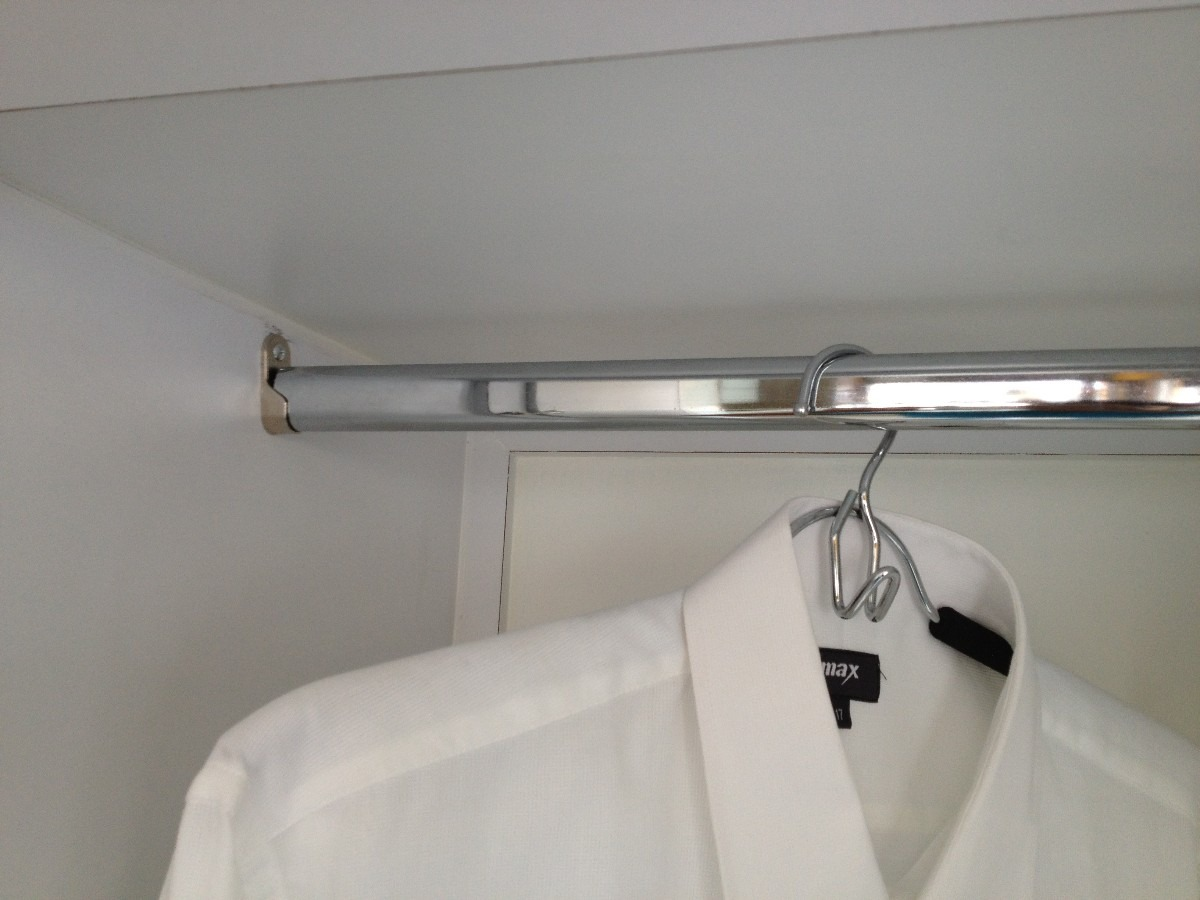 Tubo cromado para closet para colgar ropa bs for Colgador de pared para ropa