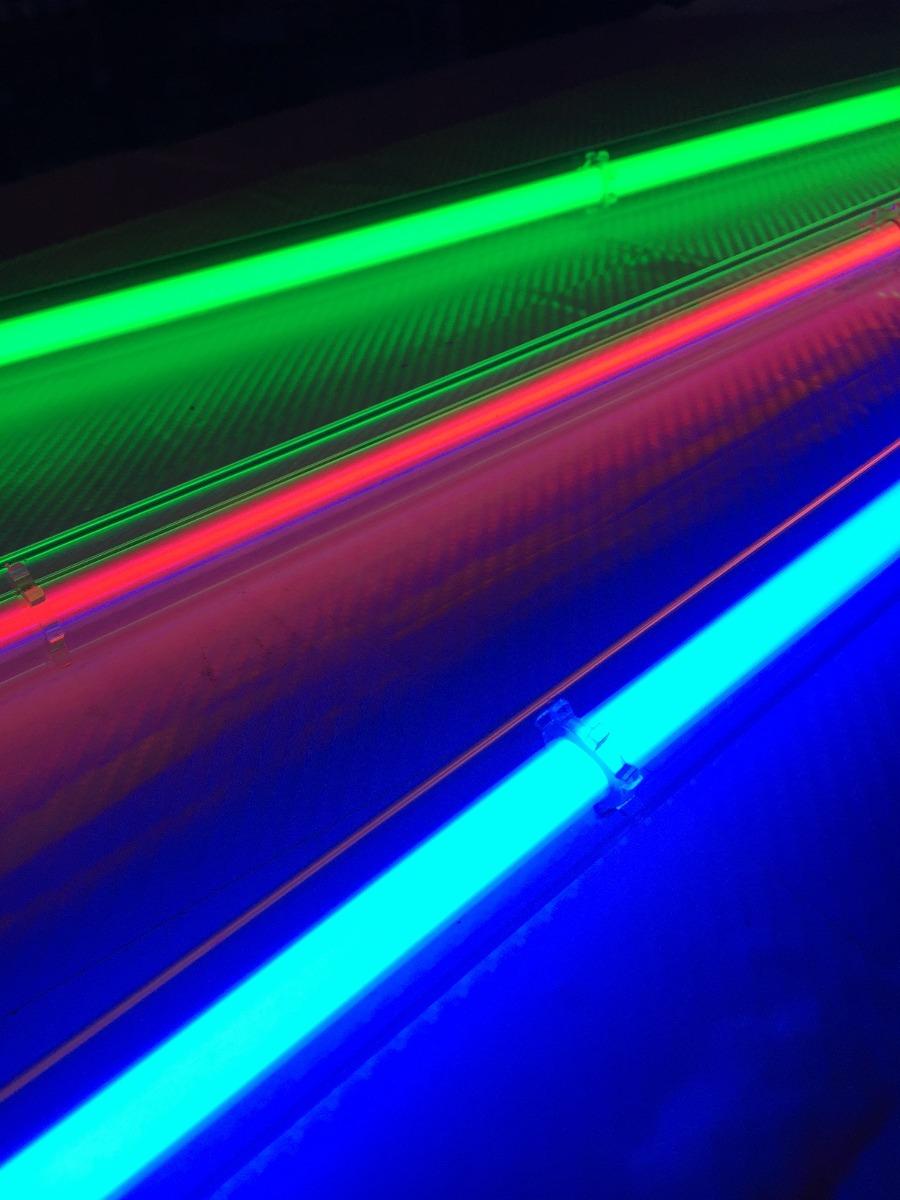 Tubo neon 110cm c proteccion 12v rojo azul verde tuning for Tubo corrugado rojo precio
