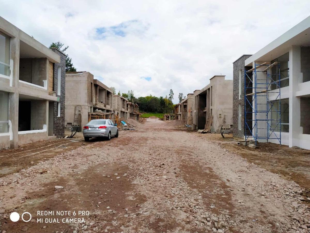 tumbaco - venta casas esquineras 3 y 4 dormitorios + jardín.