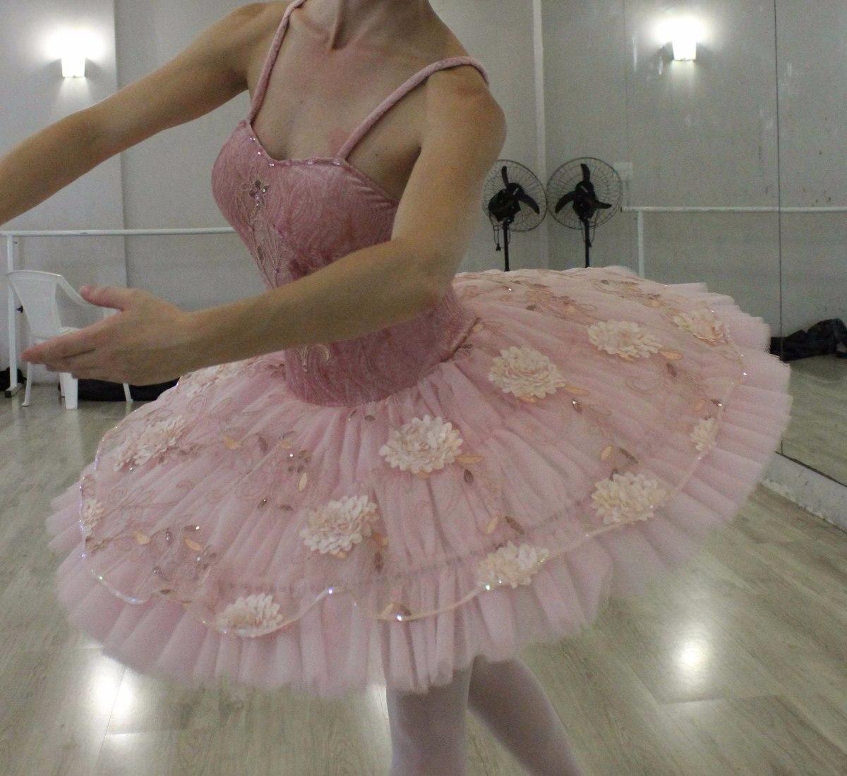 a1da1214fd tutu bailarina fantasia adulto. Carregando zoom.