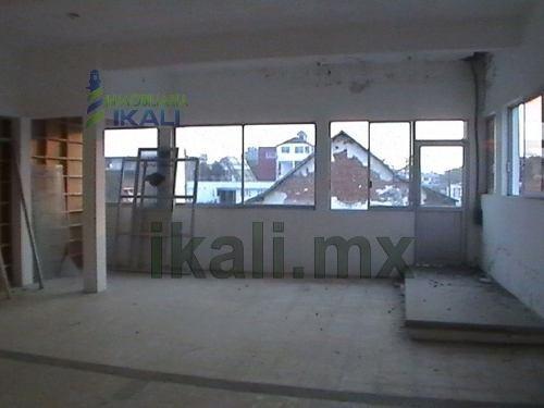 tuxpan ver rentas, edificio de oficinas. ubicado en la calle zaragoza # 10 del centro de la ciudad de tuxpan, veracruz, en el segundo piso, cuenta con 7 recamaras, 3 baños, balcon, cable de tv, pozo,