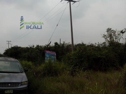 tuxpan veracruz terrenos en renta en la salida a tamiahua a unos metros de la escuela albatros y a un costado del salón de eventos infantiles, frente a la colonia de los marinos,  es un terreno de 20