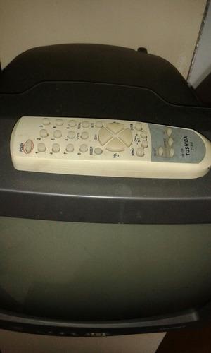 tv 14  con su control pequeñodetalle en carcasa