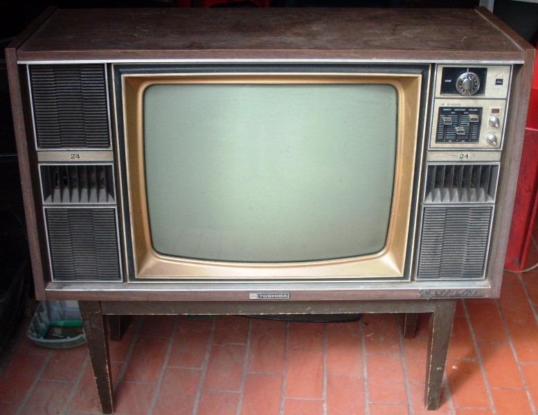 Tv 24 mueble marca toshiba highlux deluxe a os 70 oferta en mercado libre - Television anos 70 ...