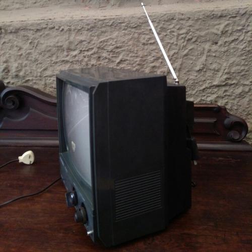 tv antiga panda pe 1200 preta sem funcionar para peças.
