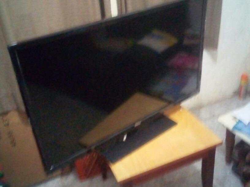 6fded2ea9 tv led smart 40  philco ph40r86dsgw full hd tela quebrada. Carregando zoom.