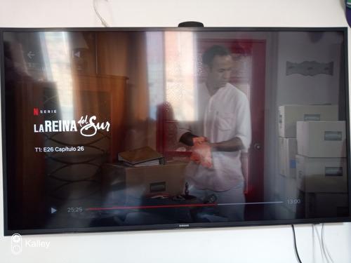 tv smart tv de 50  samsung con base de pared y de mesa