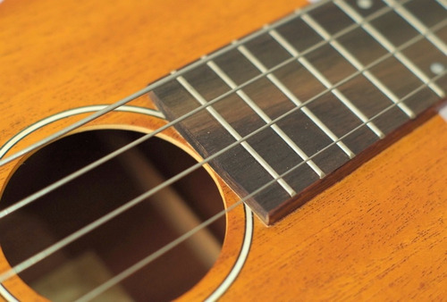 ukulele bajo electro acústico greco mub30 cuerdas flat ubass