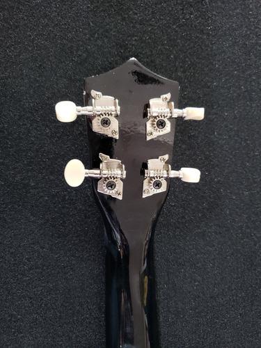 ukulele soprano acústico con funda y 2 plumillas de regalo.