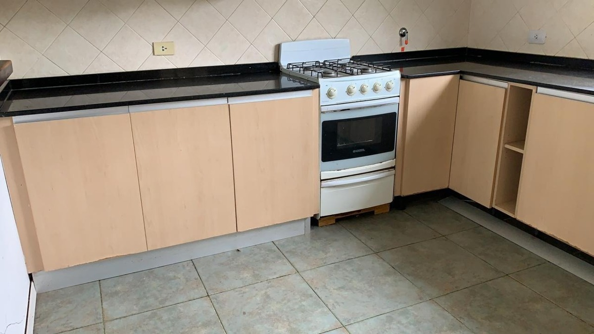Ultima Oferta!! Muebles De Cocina Con Mesada Granito Brasil - $ 25.000,00