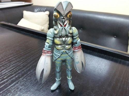 ultraman alien baltan 17 cms