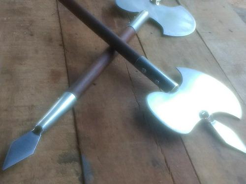 um par de #machados duplos# de kung fu