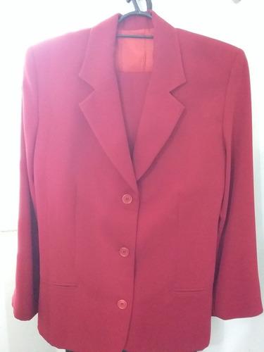 um terno vermelho  de microfibra modelo  alfaiataria  tam 40