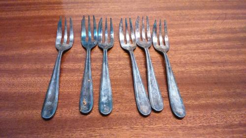 un juego de 6 tenedores chicos antiguos