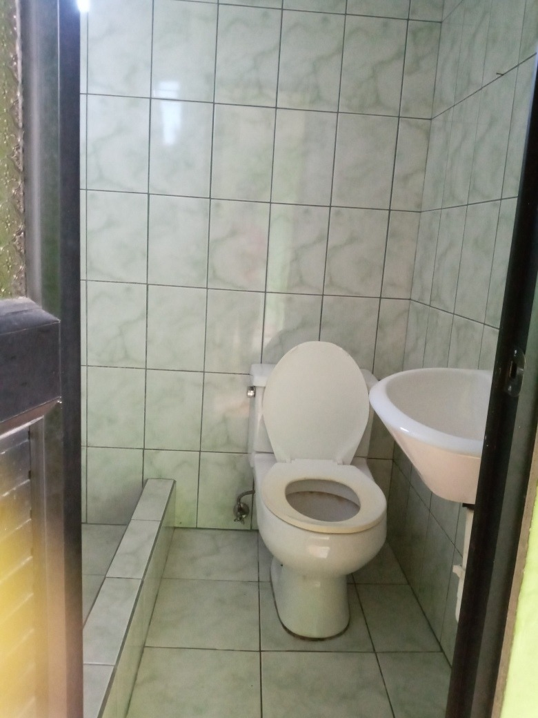 un mini departamento de 2 habitaciones , un baño
