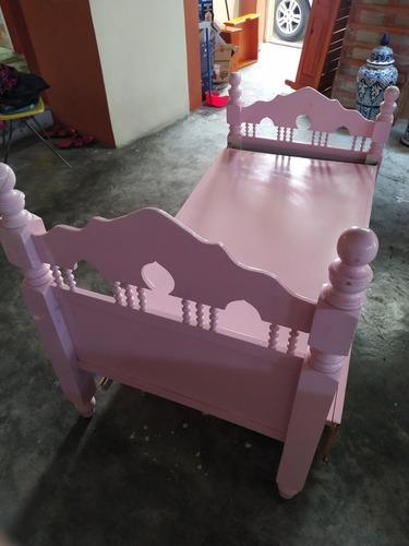 una cama cuna una cama cuna