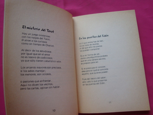 una luz que te ama y 32 poemas en el borde del tiempo