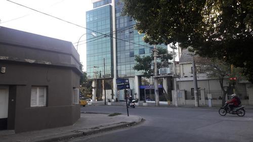 una oficina en alquiler en la zona sur de cba edisur office,, más 2 cocheras a 30.000 mil pesos. ganga para mudar tu trabajo