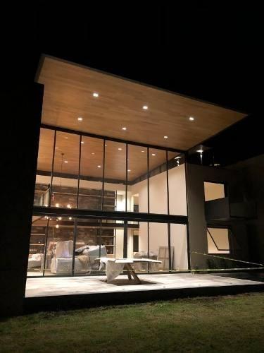 única casa nueva dentro de espectacular condominio de solo 6 casas