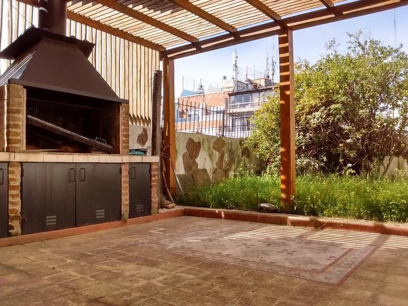 único triplex c/ terraza reciclado a nuevo.