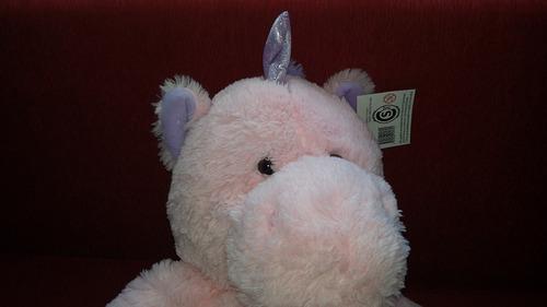 unicornio peluche gigante + ramo de 12  rosas de chocolate