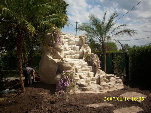 unicos leones fabricados en resina, con cascadas artifisiale