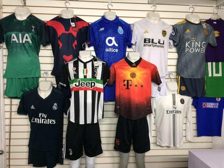 805ad905b1bad Uniforme De Futbol Completos. Factura. Numero Y Nombre -   406.00 en ...