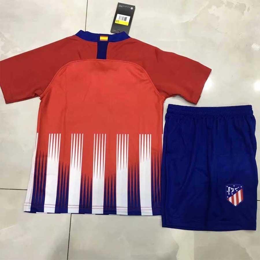 f7dfc95e3e0a9 uniforme infantil atlético de madrid oficial camisa e shorts. Carregando  zoom.