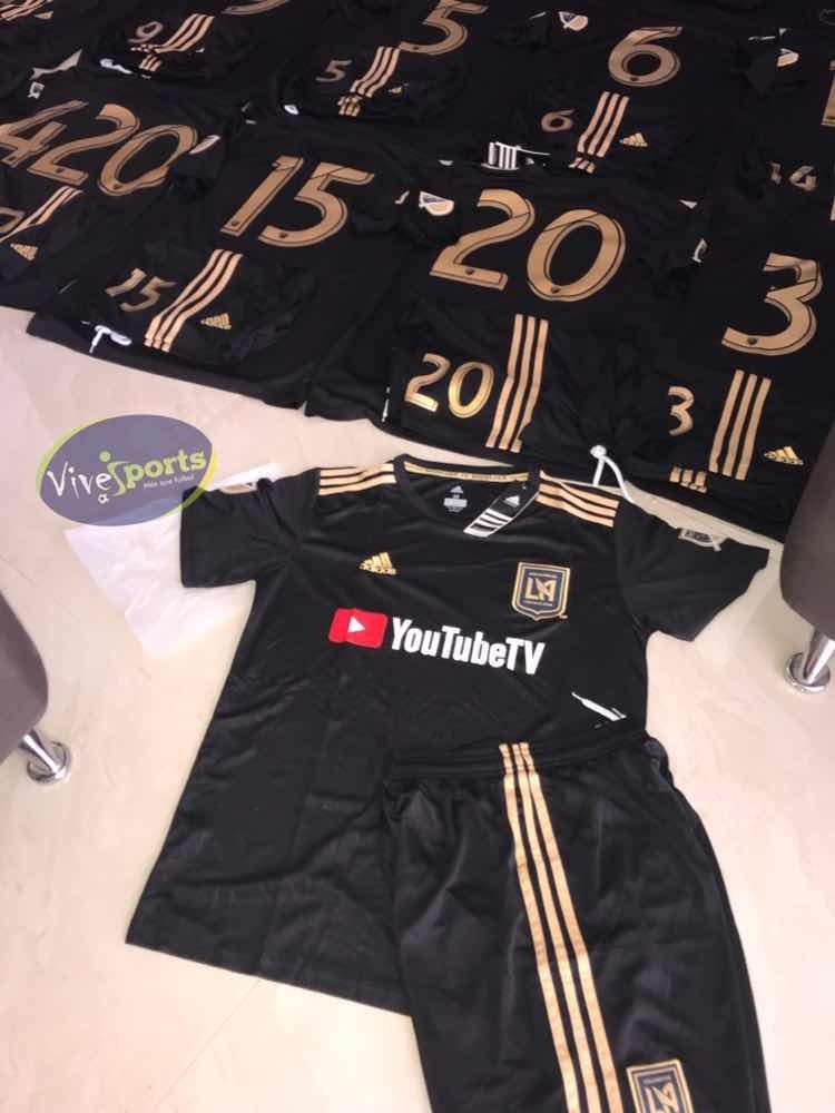 7eb1c597257e3 uniformes de fútbol completos originales a un súper precio ! Cargando zoom.