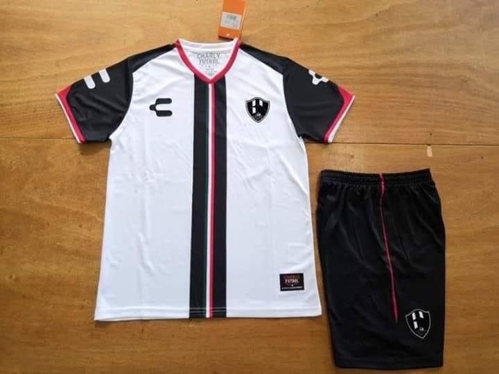 fdbbb0f1df6be Uniformes de futbol del club cuervos de nuevo toledo jpg 720x540 Mercado  libre uniforme futbol cuervos