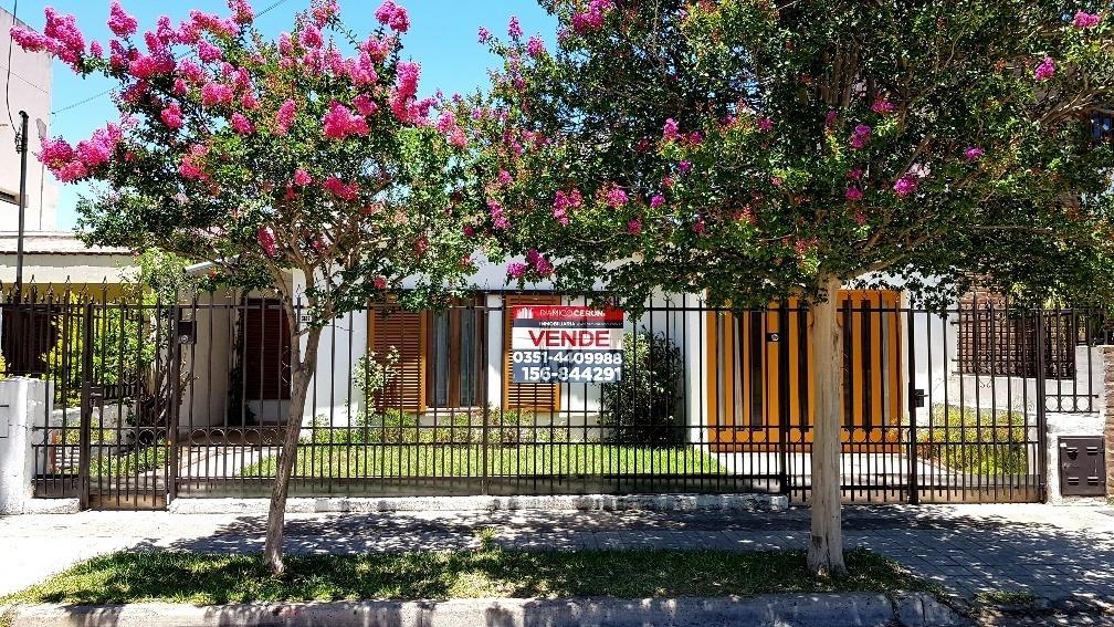 urca(las rosas):2 dorm, terreno 10x24 apto duplex