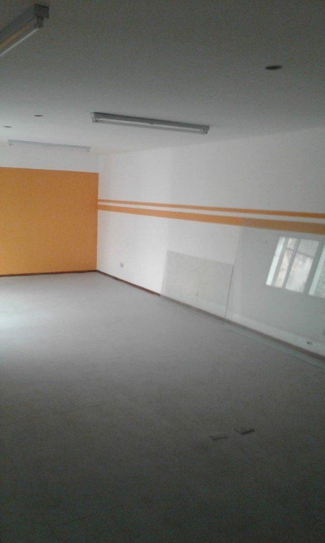 urquiza / corrientes. alquiler de oficinas / showroom a buen precio.