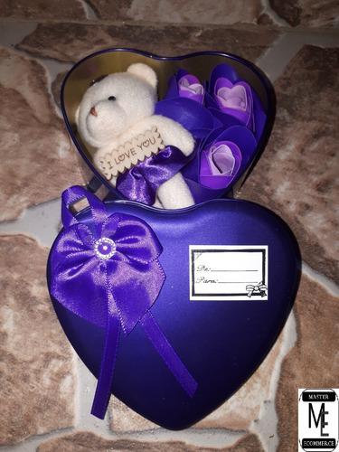 ursinho de pelúcia roxo no coração