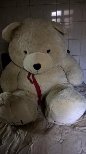 urso gigante  de pelucia