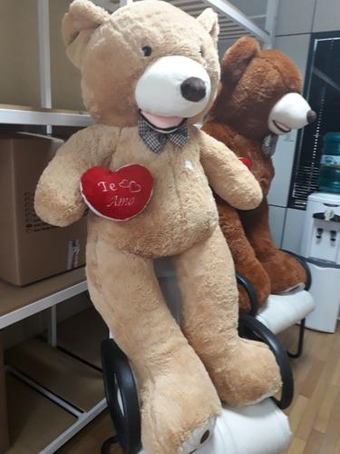 urso gigante pardo grande pelúcia 1 metro e 60 cm + coração
