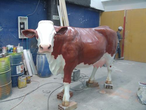 vaca simental en fibra de  para fincas, restaurantes etc.