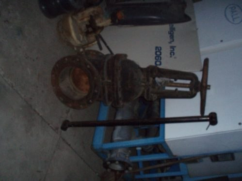 valvula de compuerta de 12   de acero al carbon sin uso