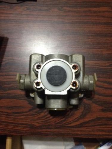 valvula de freno para camion iveco 330-30 4 vias
