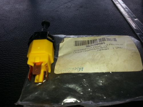 valvula o interruptor pedal luz de freno lanos/leganza/nubir