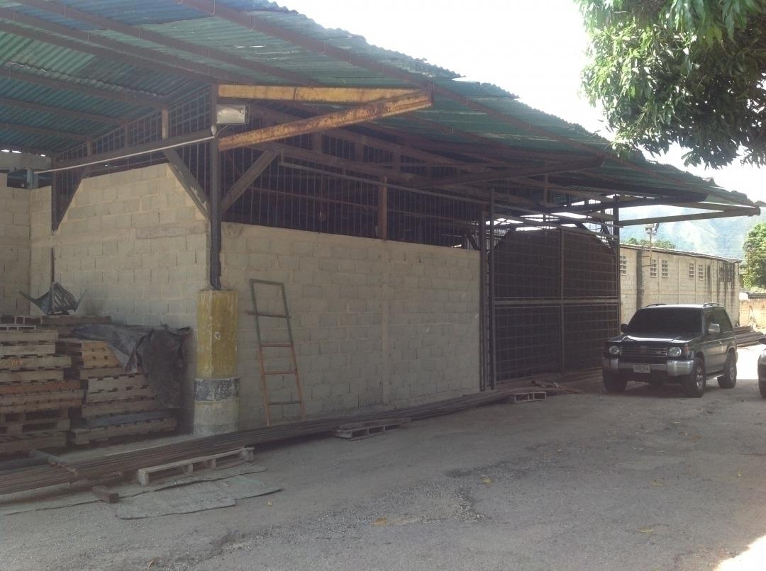 vanessa zambrano 4149486115 vende galpon en yagua