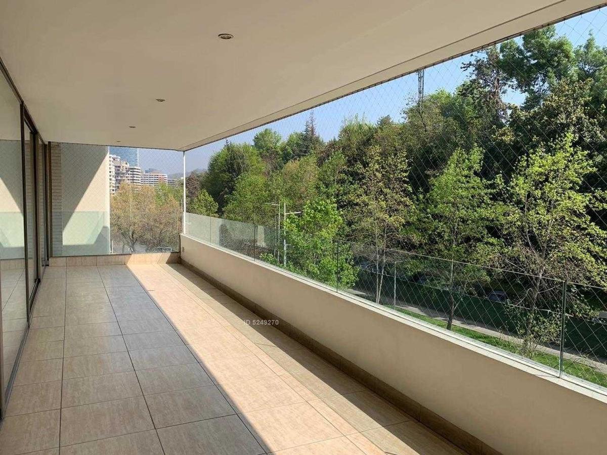 vanguardista diseño un edificio de arquitectura, en el corazon del barrio el golf, ideal para expats